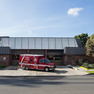 Santa Monica Fire Department Fire Station 3 1302 19th Street_Rescue Ambulance in front